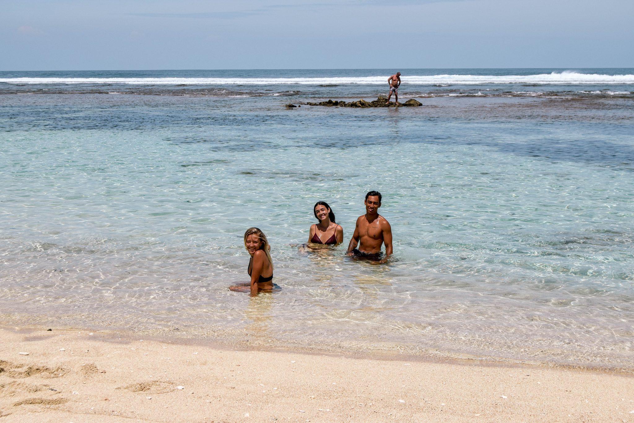 Wanderers & Warriors - Charlie & Lauren UK Travel Couple - Melasti Beach Bali – Our Best Beach In Bali - best bali beaches - best beach in bali - Uluwatu beaches - Uluwatu beach