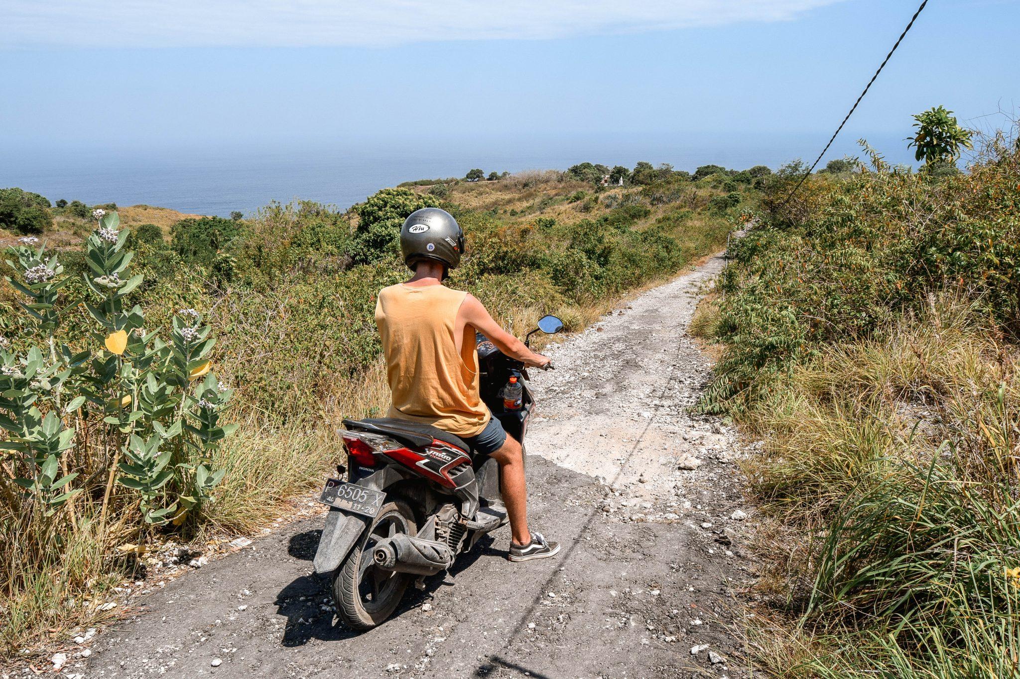 Wanderers & Warriors - Charlie & Lauren UK Travel Couple - Banah Cliff Point Nusa Penida Bali - viewpoint nusa penida viewpoint - cliff nusa penida cliff