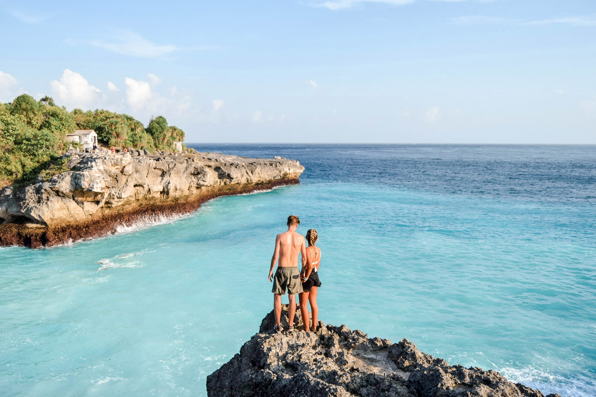 Wanderers & Warriors - Charlie & Lauren UK Travel Couple - Blue Lagoon Nusa Ceningan Bali - Blue Lagoon Bali - Cliff Jumping Nusa Ceningan - Blue Lagoon Nusa Lembongan - Cliffs In Nusa Ceningan - things to do in nusa Lembongan - things to do in nusa ceningan - Nusa Islands